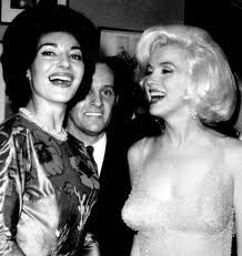 Marilyn Monroe with Maria Callas backstage JFK birthday gala - May 1962 Maria Callas, Jfk And Marilyn, Norma Jean Marilyn Monroe, John F Kennedy, Jfk Birthday, Happy Birthday, Birthday Celebration, Master Class, Aristotle Onassis
