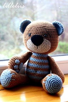 lilleliis - world full of amigurumi and cuteness : Heegeldatud kaisukaru pojale/Crochet teddy bear for my son. Cute idea, but I don't think there is a pattern listed. Crochet Teddy, Crochet Amigurumi, Crochet Bear, Amigurumi Patterns, Cute Crochet, Amigurumi Doll, Crochet Animals, Crochet Crafts, Crochet Dolls