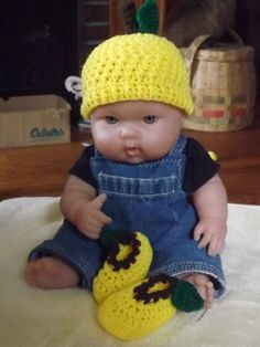 Sunny Lemon baby hat and booties set by NutHouseKnots on Etsy