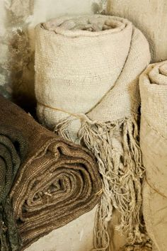 Photo (Bohemian Homes) Bohemian House, Character Aesthetic, Wabi Sabi, Natural Linen, Beautiful Landscapes, Decoration, Burlap, Reusable Tote Bags, Wool