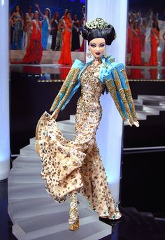 Very cool jacket, and crazy shoes. Ninimomo Miss China 2011 ooak barbie