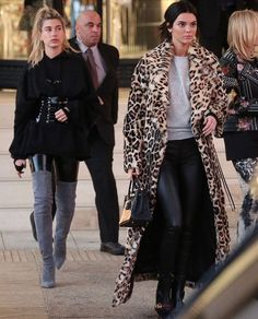 Kendall Jenner turns heads in leopard print coat on outing with BFF Hailey Baldwin Kendall Jenner Makeup, Kendall Jenner Outfits, Kendall And Kylie, Kylie Jenner, Hailey Baldwin Style, Leopard Print Coat, Celebrity Style, Autumn Fashion, Street Style