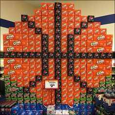 Amazing what a totally bored floor staff can create if given a bit of latitude in how to organize bulk sale beverages. Only seen at one store so I doubt if widespread point-of-purchase promotion by… Point Of Purchase, Point Of Sale, Pos Display, Display Ideas, Pepsi, Organize, Street Art, Promotion, Crushes