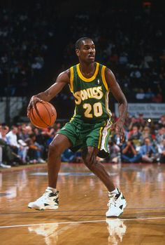 Gary Payton of the Seattle Supersonics dribbles the ball against the Washington Bullets during an NBA basketball game circa 1993 at the US Airways...