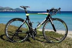 The Merida Reacto Evo Team Lampre edition is fast, very fast. It shows in the design. http://racefietsblog.nl/racefietsblog-test-merida-reacto-evo-team-edition/