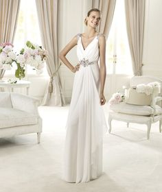 Pronovias presents the Ucles wedding dress. Fashion 2013. | Pronovias