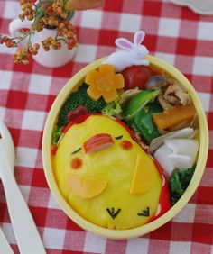 Chicken Bento This sleeping chicken is made of omurice, a Japanese ...