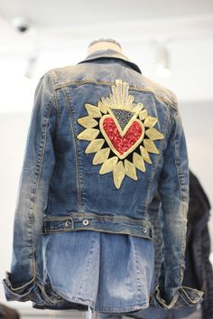 guess-marciano-collection-autumn-winter-2015-2016 (11) Diy Clothes, Clothes For Women, Altered Couture, Embroidered Jeans, Embroidery Fashion, Mode Style, Boho Outfits, Jean Jackets, Denim Fashion
