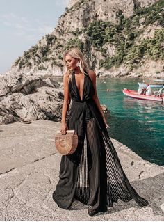 Whether on the red carpet or by the sea.she is fashionista! Ibiza Outfits, Summer Outfits, Pool Party Outfits, Mode Outfits, Chic Outfits, Fashion Outfits, Outfit Strand, Beachwear Fashion, Love Fashion