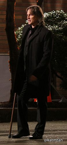 Robert Carlyle filming scenes for episode 4x17 (January 28, 2015)