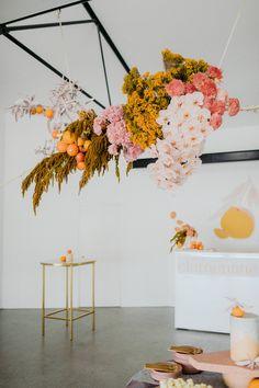 Floral Wedding, Wedding Colors, Wedding Flowers, Diy Photo Backdrop, Flower Installation, Hanging Flowers, Hanging Flower Arrangements, Modern Floral Arrangements, Beautiful Flowers