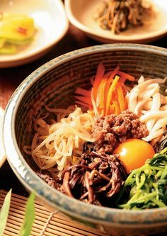 I ate korean food last weekend, and ever since I can't stop thinking about it, I crave for bulgogi bibimbap. K Food, Love Food, Food Porn, Korean Dishes, Korean Food, Yummy Vegetable Recipes, Healthy Recipes, Delicious Recipes, My Favorite Food