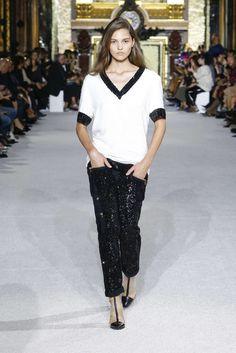 The complete Balmain Spring 2018 Ready-to-Wear fashion show now on Vogue Runway. Balmain, Style Désinvolte Chic, Mode Style, Runway Fashion, Spring Fashion, Fashion Outfits, Paris Fashion, Camille Hurel, Fashion Week 2018