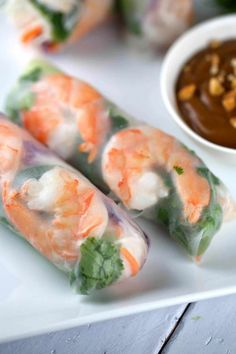 Frische Garnelen Spring Rolls mit Peanut Dipping Sauce Fresh shrimp spring rolls with a delicious peanut dipping sauce. Each roll is filled with healthy crisp vegetables, rice noodles, seafood, and herbs. Yummy Appetizers, Appetizer Recipes, Party Appetizers, Recipes Dinner, Chinese Appetizers, Vegetable Appetizers, Appetizer Dishes, Italian Appetizers, Seafood Recipes