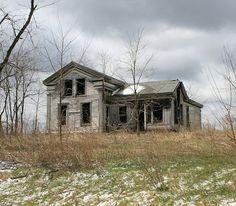 ✿ڿڰۣ(̆̃̃•Aussiegirl house on the hill love the grays, the abandoned house filled with ghost, memories all gone now