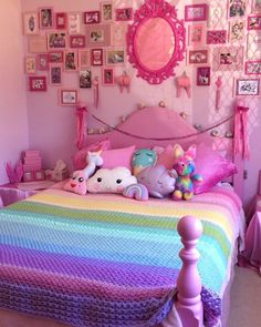 17 Chic and Vibrantly Stylish Pink Bedroom Decor Tips for Your Teen Girls - It is true that when you are planning to make or redecorate your teenage girls' bedroom, they will refuse to have such a childlike room. Pink Bedroom Decor, Pink Bedrooms, Bedroom Themes, Bedroom Colors, Bedroom Wall, Bed Wall, Diy Bedroom, Pastel Bedroom, Blue Bedroom