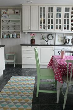 House of Turquoise: Huset ved Fjorden House Of Turquoise, Kitchen Interior, Kitchen Design, Kitchen Decor, Kitchen Ideas, Beautiful Kitchens, Cool Kitchens, Den Decor, Home Decor