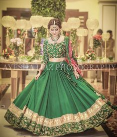 Groom's sister(s) or cousin(s) dress inspo for Mehndi Pakistani Mehndi Dress, Bridal Mehndi Dresses, Walima Dress, Pakistani Formal Dresses, Bridal Lehenga Choli, Pakistani Bridal, Indian Dresses, Saree, Green Wedding Dresses
