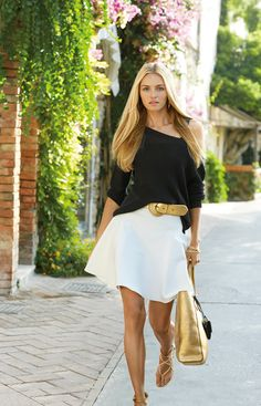 Black and gold accessories always look chic, whether you're on a yacht or a cool #Capri street~~tres chic..RL