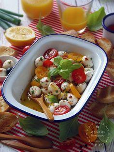 Az otthon ízei: Marinált mozzarella golyók Mozzarella, Tacos, Chicken, Meat, Ethnic Recipes, Food, Eten, Meals, Cubs