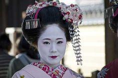 Joven aprendiz de Geisha en Kyoto. La foto es de Theo Shilton Smith para National Geographic.