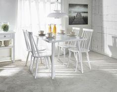 IIDA-ruokapöytä ja 4 IIDA-tuolia.