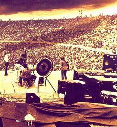 Led Zeppelin - Whole Lotta Love - 20th February 1972, Kooyong Stadium Australia - http://www.lastfm.de/music/Led+Zeppelin/_/Whole+Lotta+Love/+videos/+6-6TM2QxqnJLQ