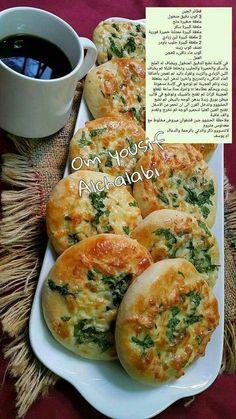 فطاير جبن Tunisian Food, Arabian Food, Homemade Dinner Rolls, Egyptian Food, Cookout Food, Cooking Recipes, Healthy Recipes, Food Test, Food Photo