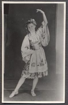 Vintage-Photo-Pretty-Girl-Dancing-in-Dress-504965