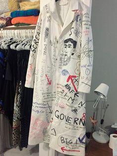 Raf Simons Graffiti lab coat, Cop Or Drop? Look Fashion, Fashion Details, Diy Fashion, Mens Fashion, Fashion Design, Textiles, Custom Clothes, Diy Clothes, Creation Couture