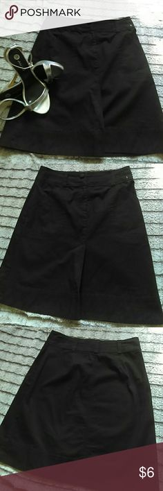 H&M skirt 21 inches long, 2 functioning front pockets H&M Skirts Pencil