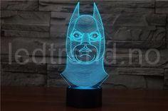 led-lampe-med-3D-effekt - LEDtrend.no - 2  Unik superhelt 3D lampe med LED-lys som gir det lille ekstra til hjemmet ditt. 3D lampen vil tiltrekke seg alles øyner når folk kommer på besøk til deg, ingen har sett en slik illusjon som dette før. You find it on ledtrend.no Trends, Led Lamp, Buddha, Table Lamp, Statue, Batman, Decor, Art, Art Background