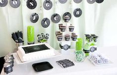 Black and green #graduationparty #gradpartyideas #desserttable