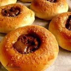 Rotocoalele Umplute cu Nutella Bagel, Nutella, Bread, Food, Eten, Bakeries, Meals, Breads, Diet