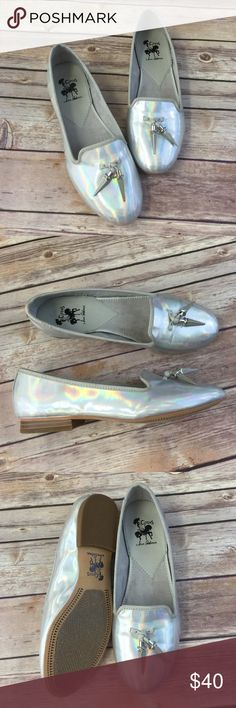 🚨🚨Sam Edelman holofoil Iridescent flats Excellent condition. Super fun shoes to match any outfit! Sam Edelman Shoes Flats & Loafers