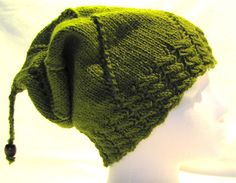 Slouchy('s no Slouch)  Free Ravelry download for knitting pattern.  Love the Bead!