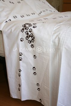 """dettaglio decorazione """"catwalk"""". lenzuolo matrimoniale in cotone percalle"""