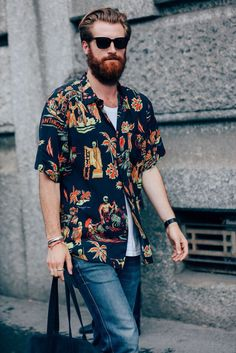The Best Street Style from the Milan Fashion Week's Menswear Shows Photos GQ Milan Fashion Week Street Style, Milan Fashion Weeks, Cool Street Fashion, Fashion Moda, Look Fashion, Mens Fashion, Fashion Menswear, Cool Hawaiian Shirts, Look Man
