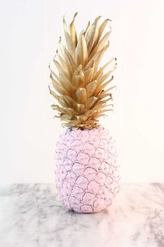 DIY PINK & GOLD PAINTED PINEAPPLE TUTORIAL | Best Friends For Frosting