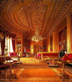 ROYAL PALACES OF THE HOUSE OF WINDSOR Windsor Castle Windsor Castle is a medieval castle and royal residenc...