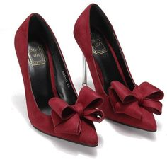 This heels features pointed toe, front bow design, high heel. The bow detail makes it fashionable.