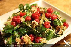 Feldsalat mit Himbeeren und Walnusskernen, ein beliebtes Rezept aus der Kategorie Früchte. Bewertungen: 41. Durchschnitt: Ø 4,3.