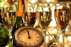 Veja nossos 5 itens indispensáveis na decoração de ano novo e inicie este novo período em alto astral fazendo uma bela festa da virada!