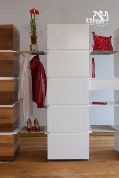 Vielseitiges Möbelstück für die Aufbewahrung, als Garderobe, Raumteiler oder Bücherwand einsetzbar und jederzeit erweiterbar. Kann mit Laden, Fächern oder Kleiderstange bestückt werden. Hergestellt von der Hindinger KG aus Oberösterreich (A). Weitere Ideen finden Sie hier auf tischler.at Home Decor, Carpenter, Shelves, Panel Room Divider, Cloakroom Basin, Living Room, Decoration Home, Room Decor, Home Interior Design