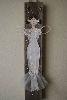 Anjel Hobbies And Crafts, Diy And Crafts, Fairy Drawings, Angel Crafts, Wood Pallet Signs, Country Paintings, Wood Ornaments, Noel Christmas, Angel Art