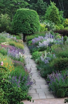 THE BEST GARDEN STYLE | Mark D. Sikes: Chic People, Glamorous Places, Stylish Things