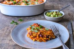 Vegetar lasagne Spaghetti Bolognese, Tortilla Chips, Guacamole, Ethnic Recipes, Food, Cilantro, Red Peppers, Meals, Yemek