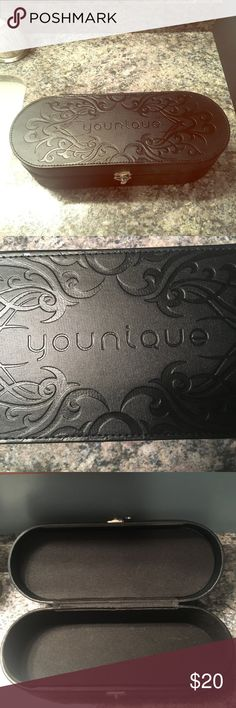 Younique makeup box. Good to travel w/, hold bras! Younique makeup box. Good to travel w/, hold bras! Awesome condition younique Makeup