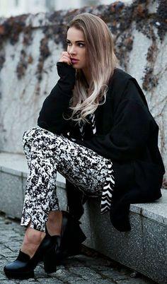 Bianco e nero astratta pantaloni della stampa                                                                              Fonte