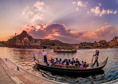 Best Tokyo DisneySea Attractions & Ride Guide - Disney Tourist Blog. See new Disney stories every half hour at the Disney Bloggers Collection http://disneybloggers.blogspot.com